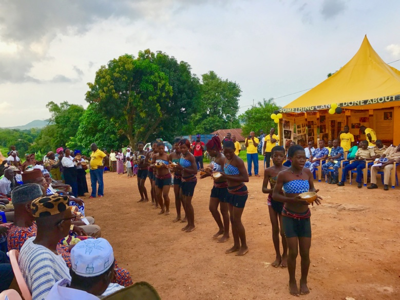 Danses traditionnelles à Bassar pour la cérémonie d'ouverture de la tente des Ministres Volontaires de Scientologie