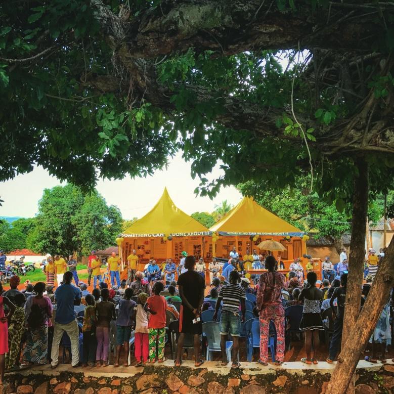 Bassar, cérémonie d'ouverture de la tente des Ministres Volontaires de Scientologie