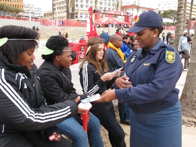 Les policiers sud africains et l'Eglise de scientologie contre la drogue