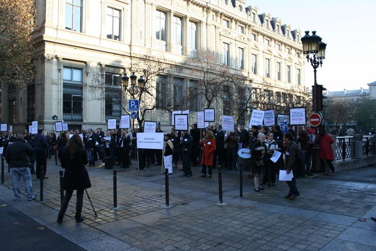 Manifestation devant le Palais de Justice contre une justice inéquitable