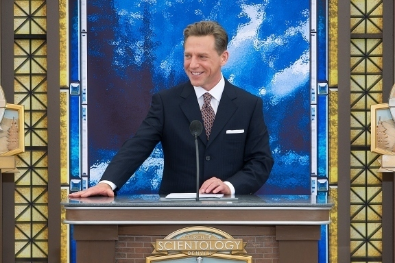 Monsieur David Miscavige, leader ecclesiastique de la religion scientologue.