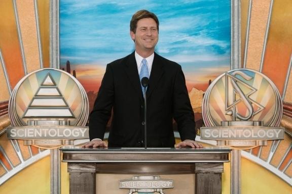 Greg Stanton, Maire de Phoenix, à l'inauguration de la nouvelle église de scientologie